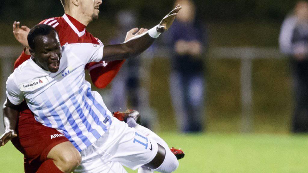 Ouchys Miljan Dangubic bringt FCZ-Torschütze Dwamena zu Fall