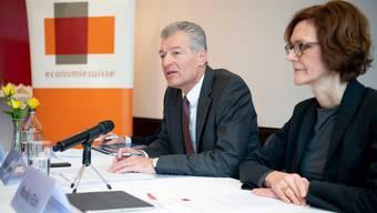 Präsident Heinz Karrer und Direktorin Monika Rühl verlieren drei gewichtige Mitglieder.