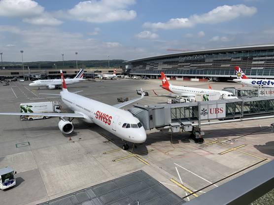Die Terrasse des Dock E mit einem grossartigen Rundumblick über den gesamten Flughafen schliesst die gelungene Führung im Flughafen