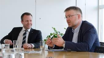 Liessen sich den vergangenen Streit nicht anmerken: Silvio Jeker (SVP, l.) und Christian Scheuermeyer (FDP). HansJörg Sahli