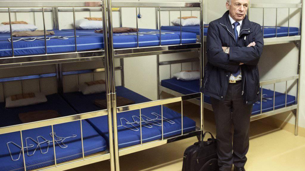 Laut Bundesrat Ueli Maurer hat es in den Zivilschutzanlagen in der Schweiz zur Not kurzfristig Platz für 50'000 Flüchtlinge.