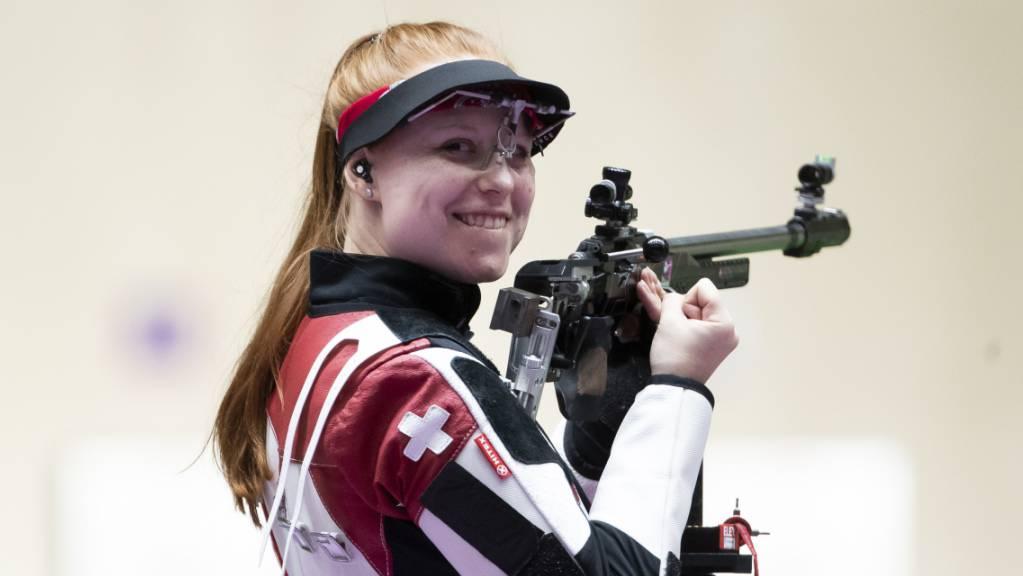 Wenn andere zu zittern beginnen, hält sie das Gewehr noch fester und konzentrierter: Olympiasiegerin Nina Christen