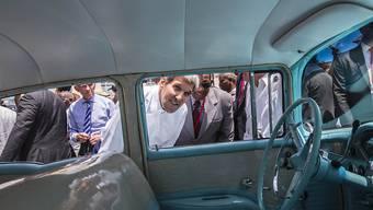 US-Aussenminister John Kerry auf Stadtbesichtigung in Havanna: Nach der Wiedereröffnung der US-Botschaft in der kubanischen Hauptstadt traf Kerry auch mit zehn Regimekritikern zusammen.