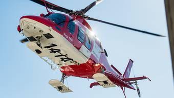 Der verunfallte Schlittler wurde mit der Rega ins Spital geflogen. (Archivbild)