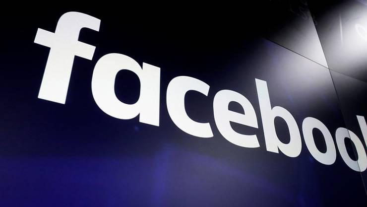 Der amerikanische Social-Media-Konzern Facebook sieht die Talsohle wegen der Coronakrise bereits als erreicht an. (Archivbild)