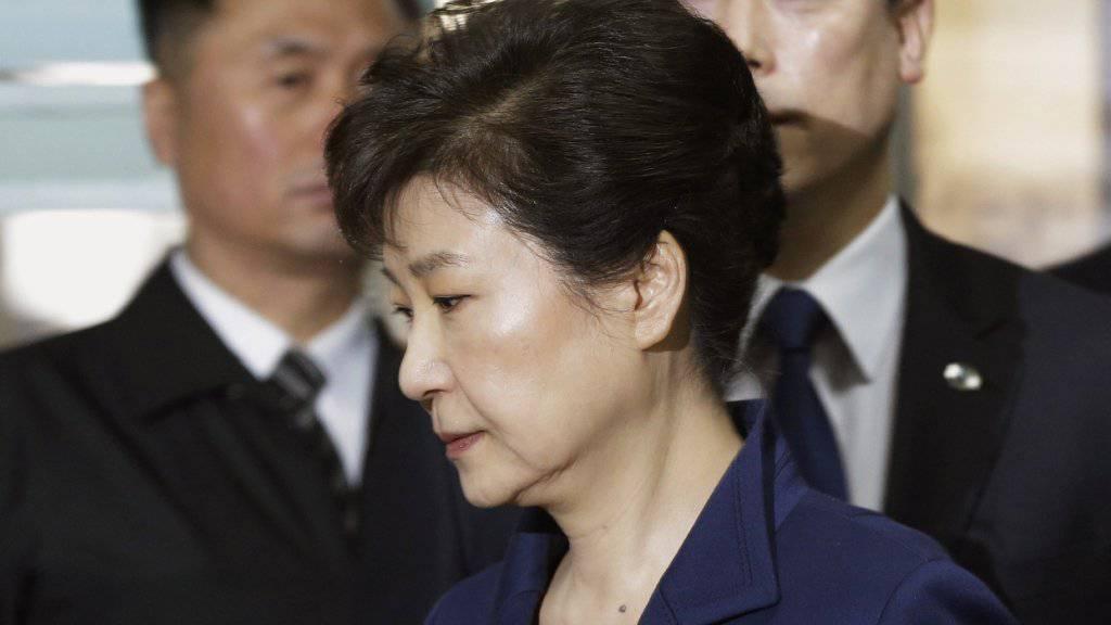 Die südkoreanische Ex-Präsidentin Park Geun Hye ist offiziell wegen Bestechlichkeit angeklagt worden.