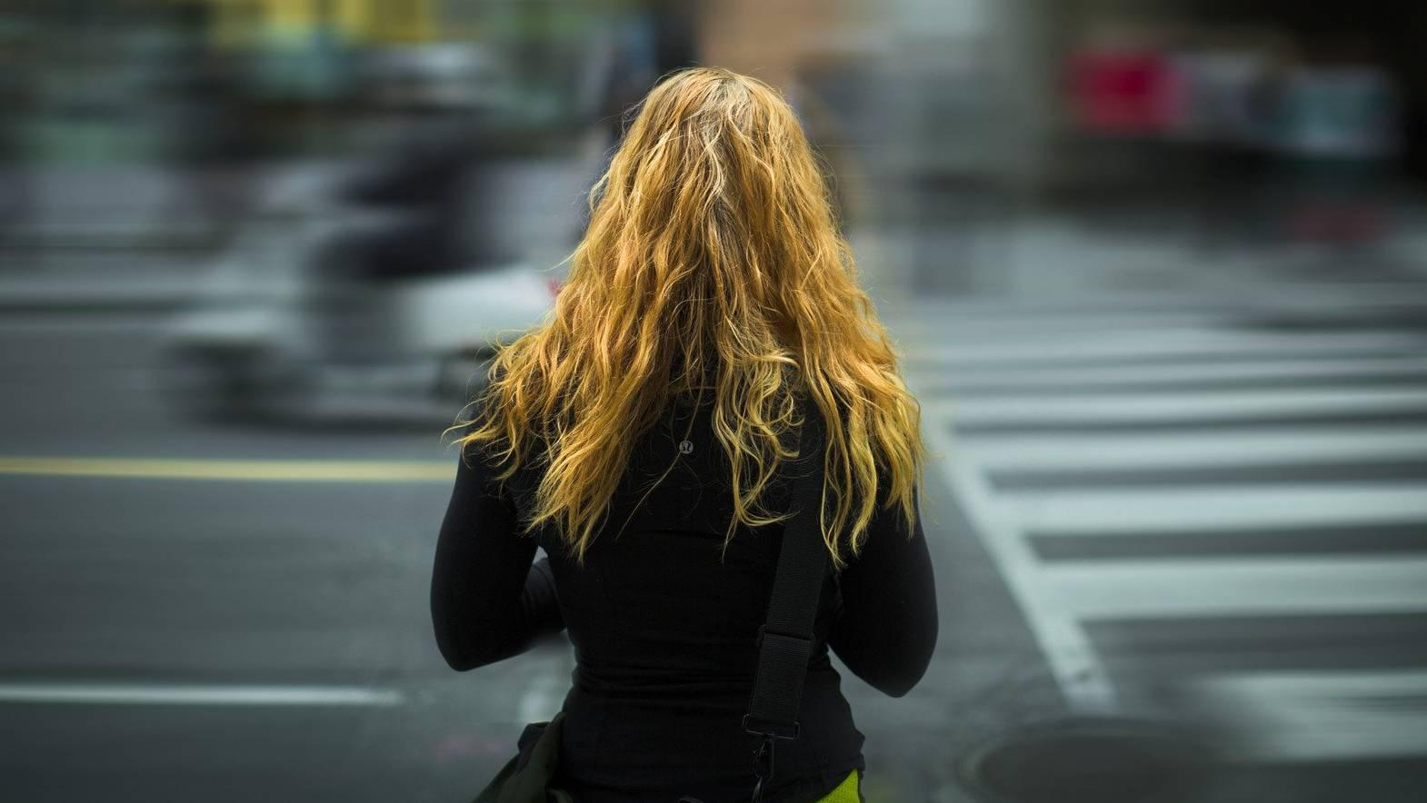 Die junge Frau war in der Silvesternacht alleine auf dem Nachhauseweg. (Symbolbild)