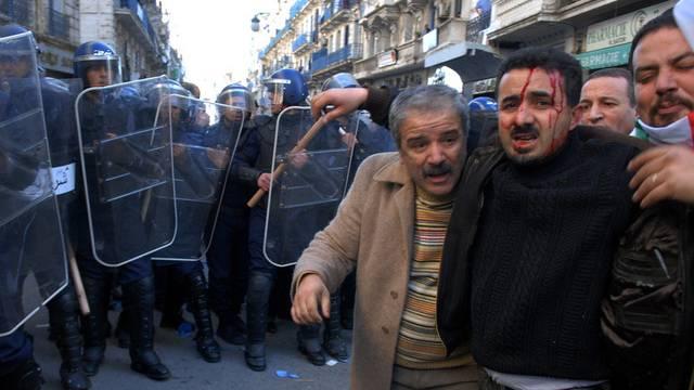 Demonstranten in Algerien (Archiv)