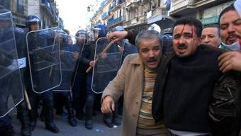 Demonstranten in Algerien (Archiv)
