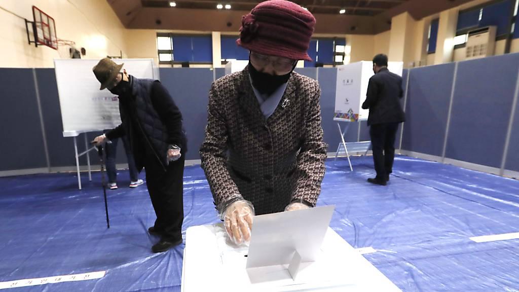 Südkoreaner wählen neues Parlament in Zeiten der Pandemie
