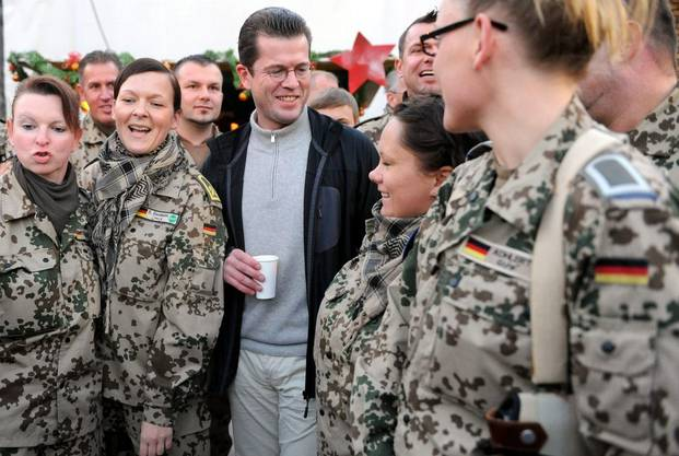 Kaffeeklatsch mit Soldatinnen?
