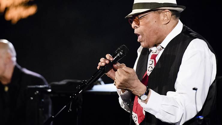 Al Jarreau - hier letzten Sommer am Montreux Jazz Festival - ist körperlich nicht mehr in der Verfassung, um weiter auf Tournée zu gehen. Mit tiefem Bedauern beendet er mit 76 seine Bühnenkarriere. (Archivbild)