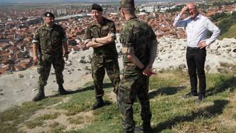 Baselbieter Sicherheitsdirektor Isaac Reber auf Truppenbesuch bei der Swisscoy im Kosovo