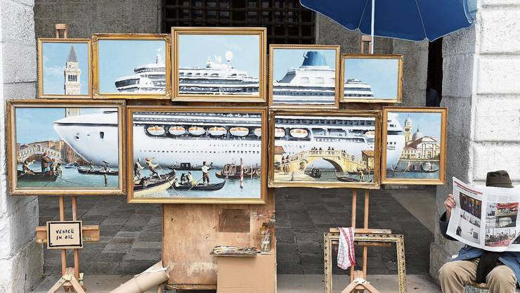 Banksy inszeniert einen Kunst-Marktstand als Anti-Schau zur Biennale in Venedig.