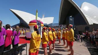 Oper in Sydney feiert Geburtstag mit Kuchen, Feuerwerk und Surfern