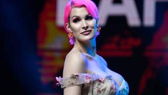 Raffaela Zollo gewinnt einen Award in der Kategorie Beauty bei der Swiss Influencer Award Preisverleihung in Zuerich am Donnerstag, 20. Juni 2019.