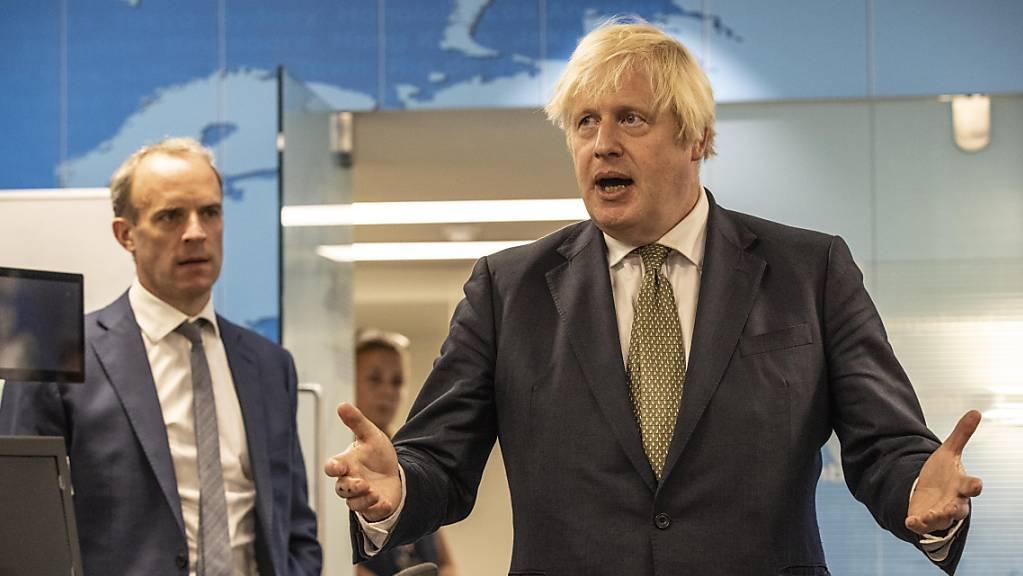 Boris Johnson, Premierminister von Grossbritannien, bei einem Besuch im Krisenzentrum des Amtes für Auswärtige Angelegenheiten.