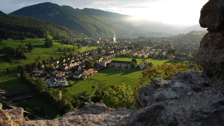 Ausblick von der Ruine Neu Falkenstein: Das Thal war anlässlich des Kick-off-Meetings ins schönste Herbstlicht getaucht.