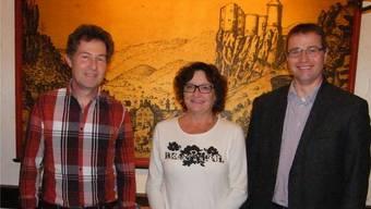 Gemeindepräsident Edgar Kupper (rechts) mit Gemeindeverwalter Stefan Schaad und der ebenfalls geehrten Bibliothekarin Beatrice Wicki.