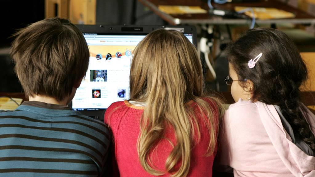 Die Privatsphäre von Kindern im Internet soll besser geschützt werden. Eltern gehen damit oft fahrlässig um. Das Bundesamt für Sozialversicherungen will das nun ändern. (Symbolbild)