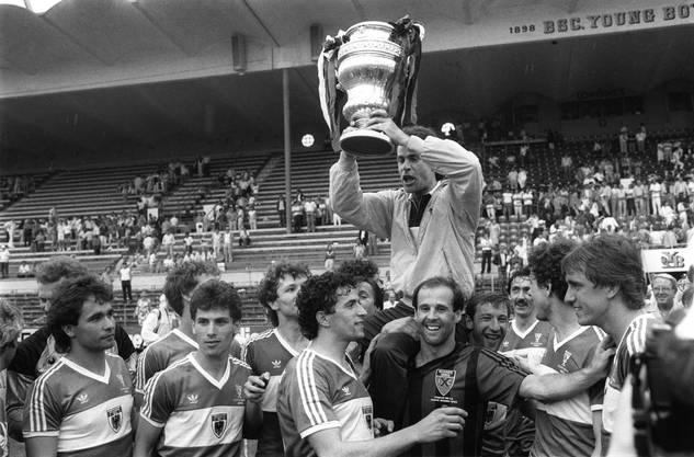 Der FC Aarau feiert 1985 seinen bisher einzigen Cupsieg. Vier Jahre spielt der FCA schon in der Nationalliga A. Es wird klar: Für die höchste Spielklasse ist das Brügglifeld zu klein.