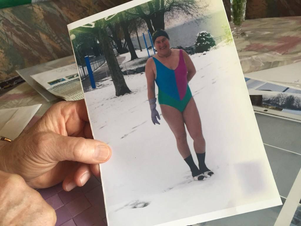 Manchmal gab es nach dem Schwimmen ein Bad im Schnee.