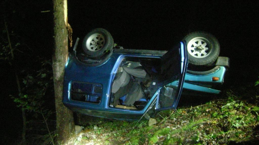 Jugendliche überstehen Jeep-Absturz über 60 Meter unversehrt