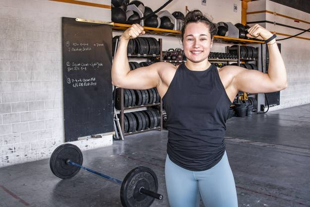 Gewichtheberin Nora Jäggi trainiert fünf Mal in der Woche im CrossFit-Center. Und stemmt dabei das Anderthalbfache ihres eigenen Körpergewichts.