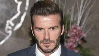 Mit 41 mag es David Beckham modisch eher klassisch, aber früher experimerntierte er gern. Als Sechsjähriger beispielsweise wählte er für eine Hochzeit ein Lord-Fauntleroy-Outfit. (Archivbild)