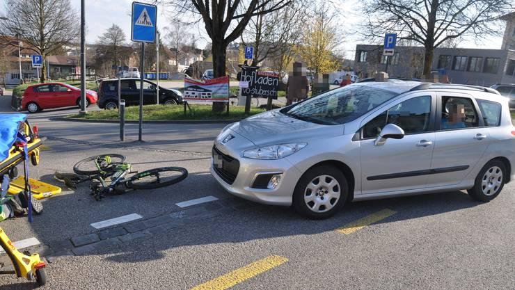 Die E-Bike-Lenkerin verletzte sich beim Unfall am Oberkörper und musste in ein Spital gebracht werden.