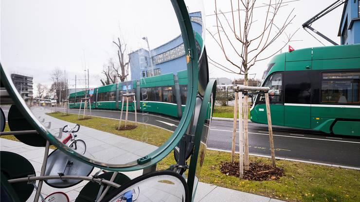 Der 3er-Tram bei der Endstation am Bahnhof Saint-Louis.