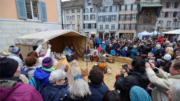 Die «Weihnachtsreise» am Verkaufssonntag holte viele Leute nach Solothurn, aber nicht ganz so viele in die Läden.