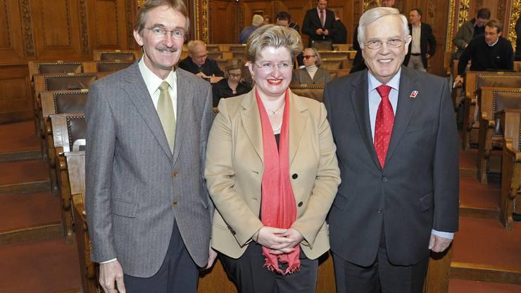 Der neu gewählte Vorsitzende des Districtrates Gaston Latscha (links) an einer Tagung des Rates 2011 im Basler Rathaus. (mit Cornelia Rupp und Hans Rudolf Gysin)