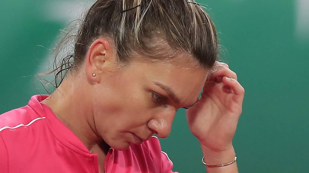 Simona Halep gerät gegen die Polin Iga Swiatek ins Grübeln.