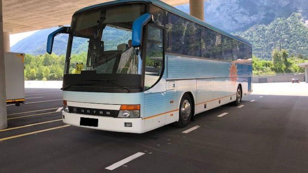 Dieser ukrainische Reisecar mit 48 Passagieren an Bord war mit defekten Bremsen unterwegs. Die Polizei stoppte das Fahrzeug im Unterwallis.