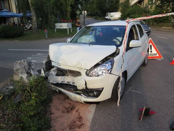 Die Töfffahrerin sowie die Autofahrerin wurden verletzt und mussten ins Spital.