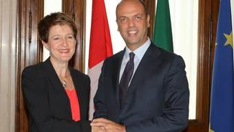 Bundesrätin Simonetta Sommaruga unterzeichnete in Italien mit ihrem Amtskollegen Angelino Alfano ein Abkommen zur Bekämpfung der organisiserten Kriminalität.