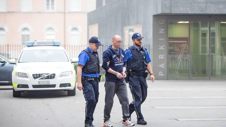 Zeljko J. (hier abgeführt) vom Obergericht verurteilt, vom Bundesgericht freigesprochen.