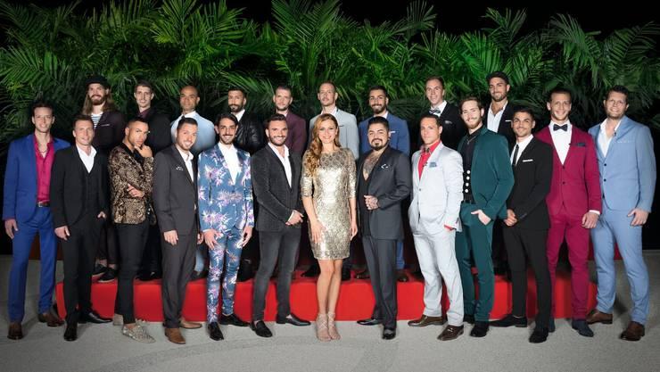 Die neue Bachelorette Eli Simic posiert mit ihren 21 Singlemännern – Klicken Sie sich durch die Galerie mit allen Kandidaten.