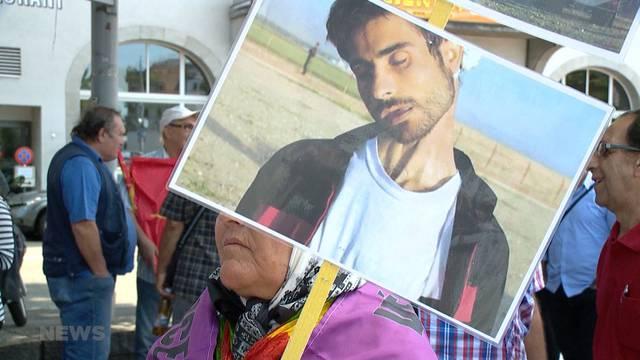 Demo gegen Todesstrafe und Präsident Hassan Rohani