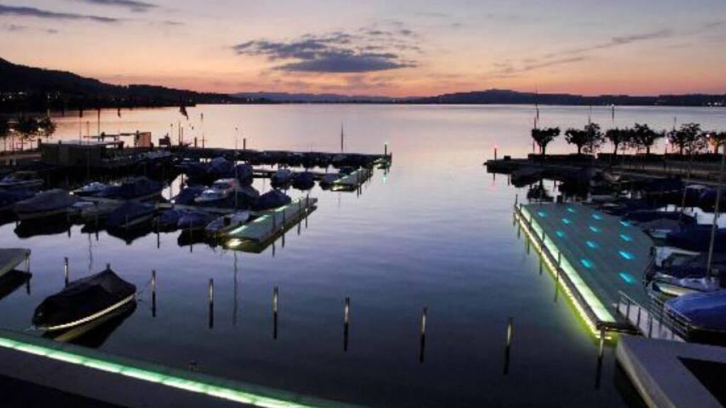 Ist derzeit ohne Beleuchtung: Der Bootshafen der Gemeinde Lachen.