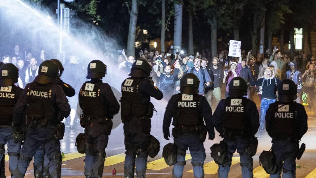 Die Kantonspolizei Bern wappnet sich gegen eine unbewilligte Kundgebung von Gegnern von Coronamassnahmen und will diese unterbinden.