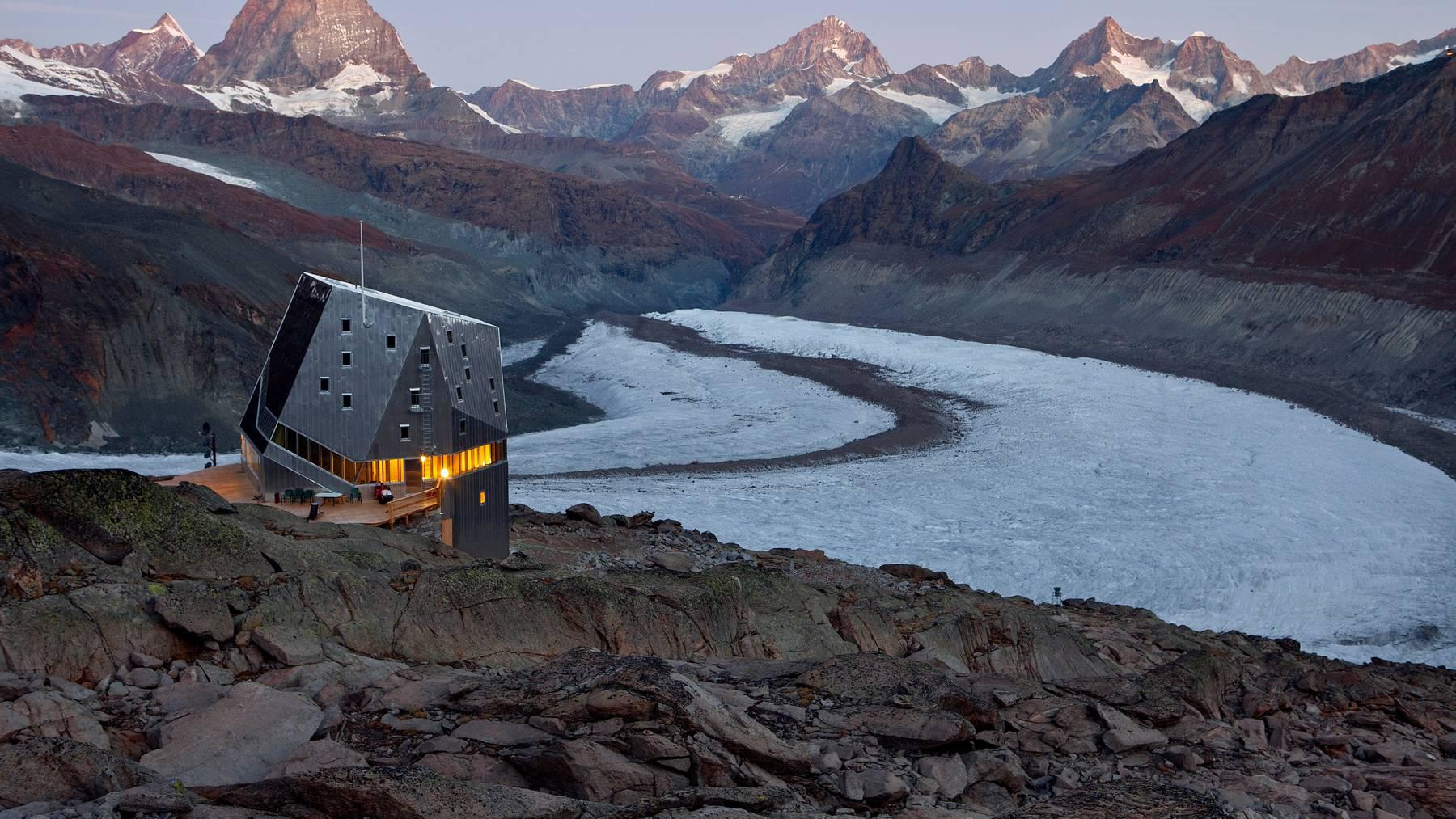 Die Swisscom hat alle Berghütten der Schweiz auf den neuesten Stand der Technik gebracht. Im Symbolbild: Die neue Monte Rosa Hütte.