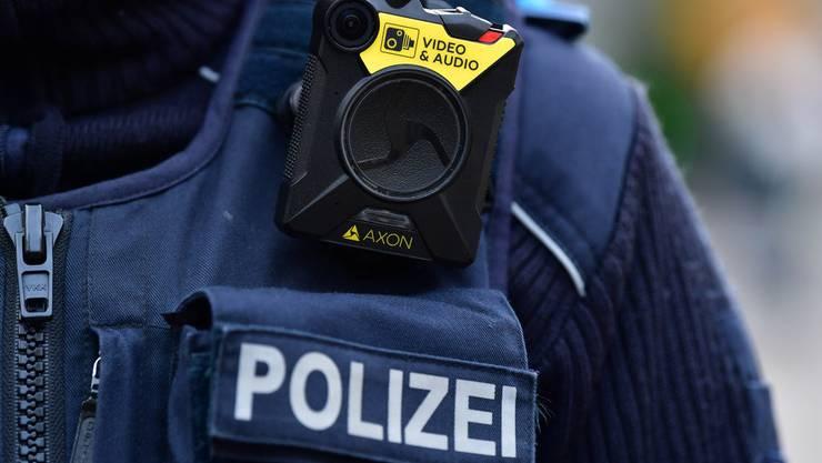 Die Polizei fahndet weiterhin nach dem Flüchtigen. (Symbolbild)