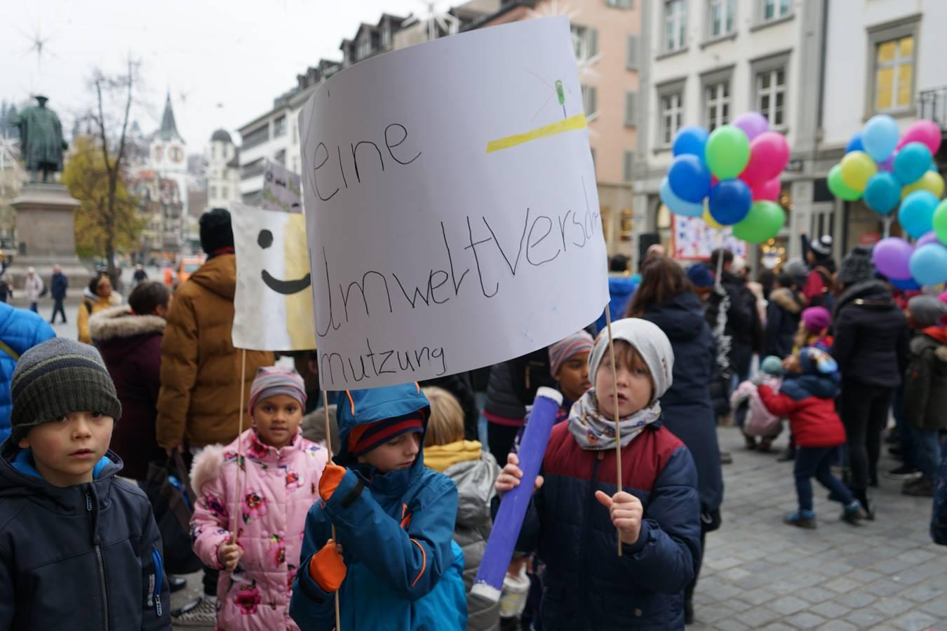 Kinderdemonstration in der Stadt St.Gallen (© FM1Today)