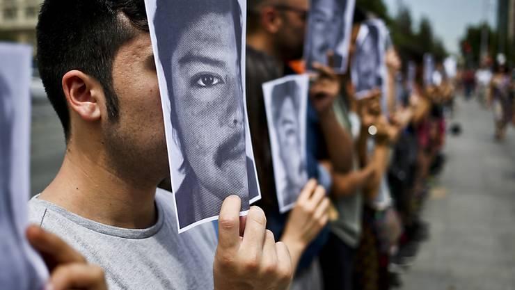 Nach dem Tod von Camilo Catrillanca bei einem Polizeieinsatz in Chile gibt es eine landesweite Protestwelle, die der chilenische Präsident Sebastián Piñera am Freitag zu beruhigen sucht.