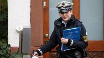 Verhaltenstipps in den Briefkasten: Im Landkreis Lörrach sind Präventionsstreifen im Einsatz.