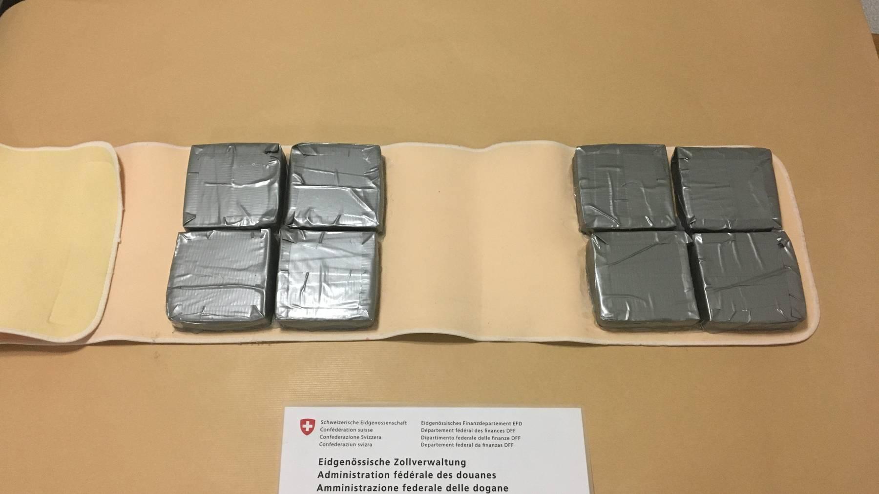 In acht Päckchen wollte der Serbe das Heroin über die Grenze schmuggeln.