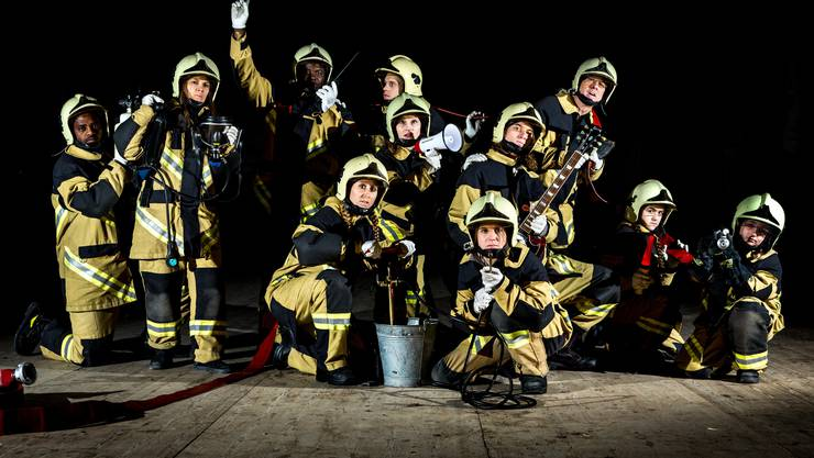 Aus O-Tönen von Feuerwehrleuten erstellte die B'bühne mit Laien ein Theaterstück, das von Feuer und Zusammenhalt in Aarau, Beinwil am See und New York berichtet.