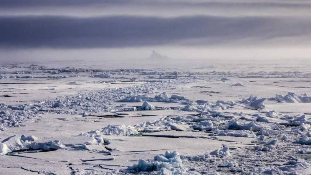 Iodsäure treibt die Bildung von Wolken über dem Nordpol an.